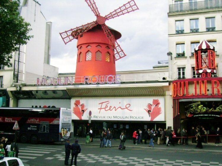 Paris Favorite Sites in the City of Lights. Moulin Rouge.