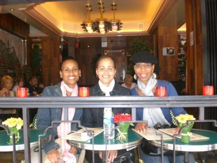 Paris Favorite Sites in the City of Lights. Outdoor Cafes in Paris.