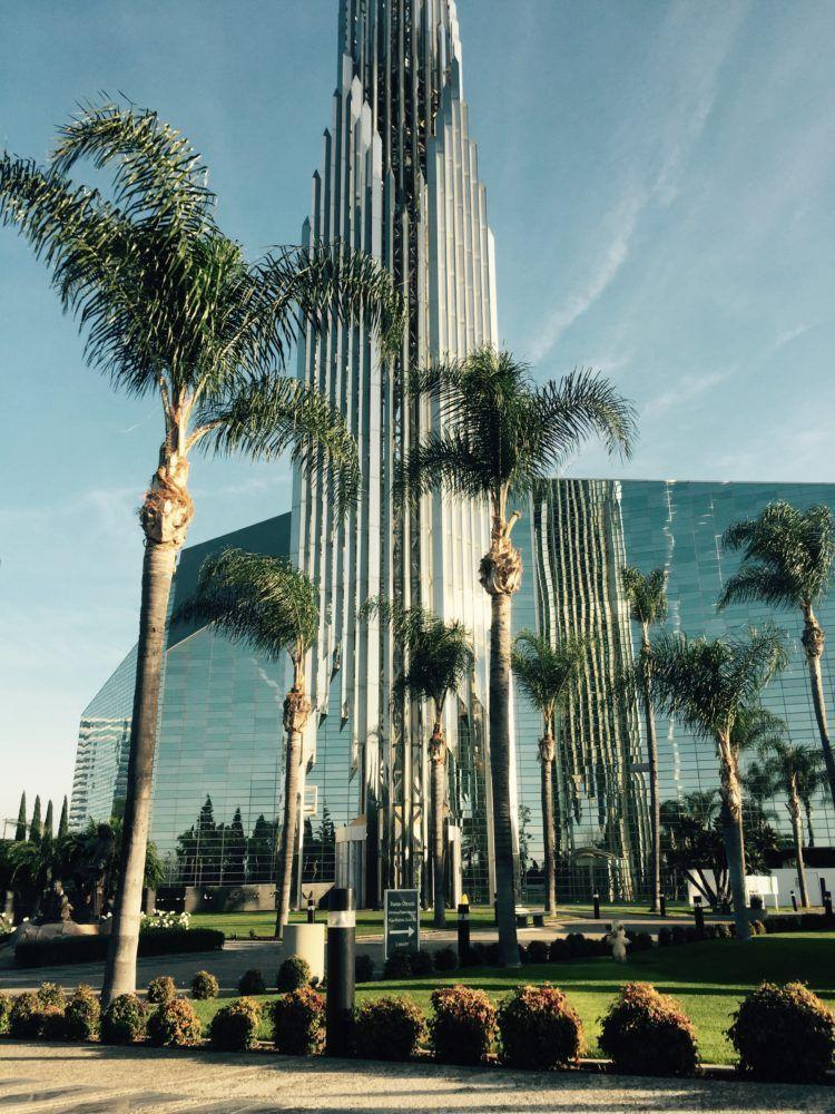 Top 10 Cathedrals in the World Worth Traveling To! Visit Notre Dame in Paris, The Crystal Cathedral in Orange County, La Sagrada Familia in Barcelona and many more! The perfect post for architecture and history buffs!