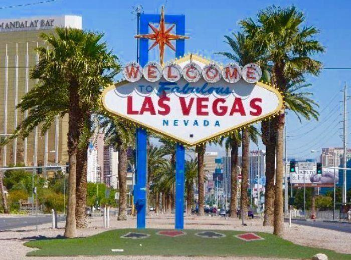 The Non-Gamblers Guide to Las Vegas! Visit Las Vegas Nevada for shopping, great restaurants, luxury hotels and spas and to see a fantastic show! Travel to Las Vegas with friends, family or solo using this guide to make the best of your vacation!