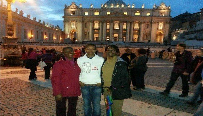 Read what it is like to spend Easter in Rome! A Cross, The Coliseum and The Vatican.