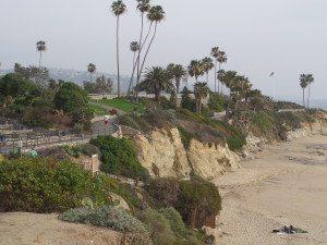 Laguna Beach walking trail. Travel to this California city and experience all the beautiful Laguna Beach Attractions.
