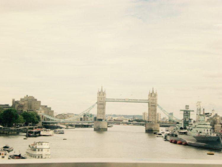 24 Hours in London: Things to Do & See! Eat fish & chips, visit Buckingham Palace, ride The London Eye and much more!