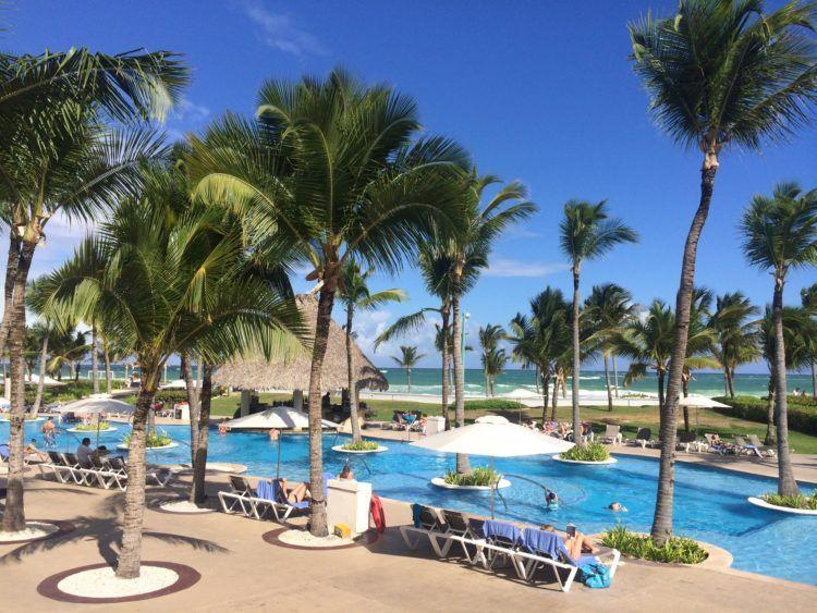 The Pros and Cons of All-Inclusive Resorts! Are you considering traveling to an all-inclusive resort for your next vacation? If so read what a travel blogger has to say about the pros and cons of staying at all-inclusive resorts in the Caribbean!