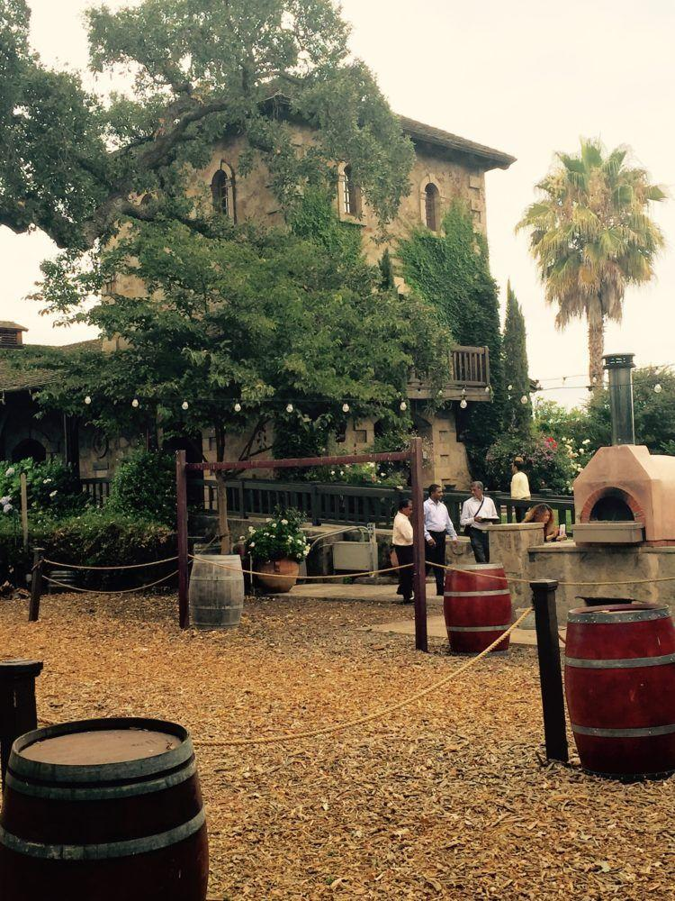 The 5 Best Napa Valley Wineries to Visit! Information on wine tasting and tours!