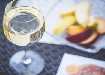hosting a wine tasting party, wine tasting at home