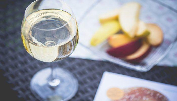 9 Tips for Hosting a Wine Tasting Party!